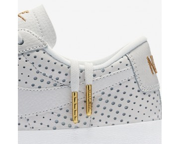 Chaussure Nike Blazer Premium Low Qs Pour Femme Lifestyle Blanc Sommet/Or Métallique/Blanc Sommet_NO. AA1557-100
